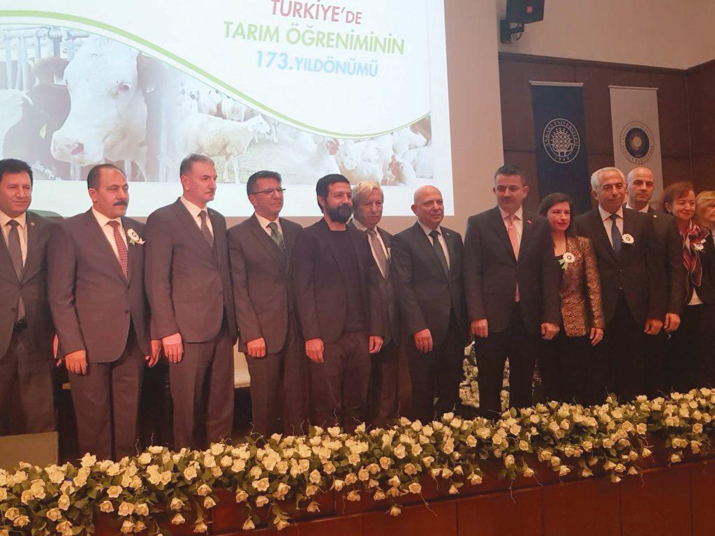 """Ankara Üniversitesi Dr. Sait Koca'ya  Tarım ve Çevre Hizmet"""" ödülü verdi"""
