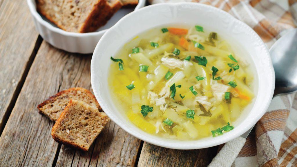 Yemeğin iyileştirici gücü: Tavuk suyu çorba